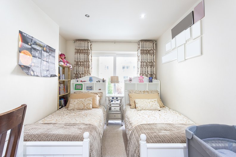 2 bedroom(s) apartment to sale in Boulevard Drive, Colindale, London-image 15