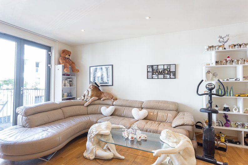 2 bedroom(s) apartment to sale in Roach Road, Hackney Wick, London-image 11