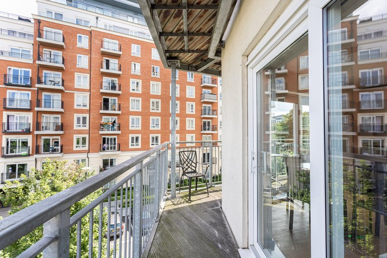1 bedroom(s) apartment to sale in Boulevard Drive, Colindale, London-image 9