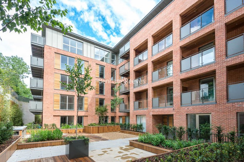 2 bedroom(s) apartment to sale in Beaufort Court, Maygrove Road, West Hampstead, London-image 1