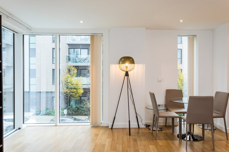 2 bedroom(s) apartment to sale in Riverside Apartments, Goodchild Road, Woodberry Down, Manor House-image 3