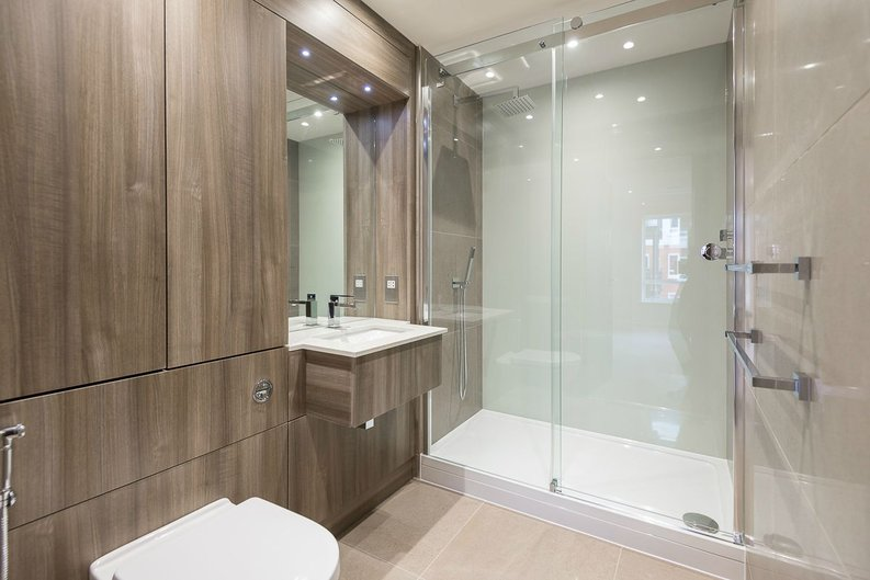 2 bedroom(s) apartment to sale in Goldhawk House, Beaufort Square, London-image 10