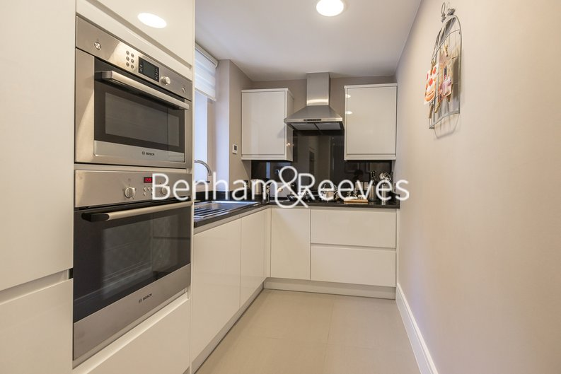 1 bedroom(s) apartment to sale in Clarges Mews, London-image 2