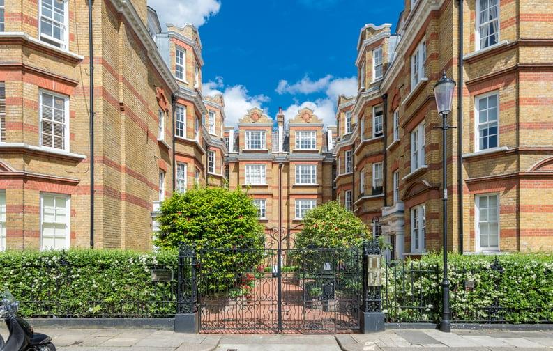3 bedroom(s) apartment to sale in Bullingham Mansions, Pitt Street, London , Kensington-image 7