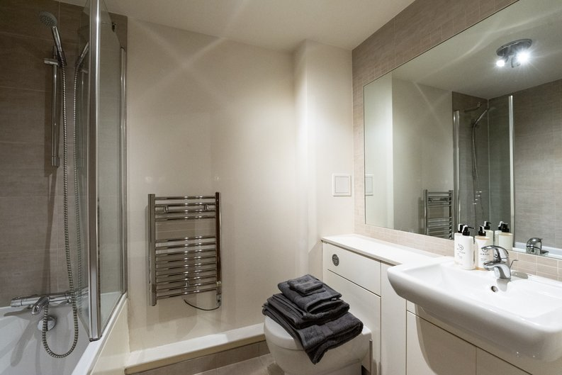 1 bedroom(s) apartment to sale in Heritage Avenue, Colindale, London-image 9