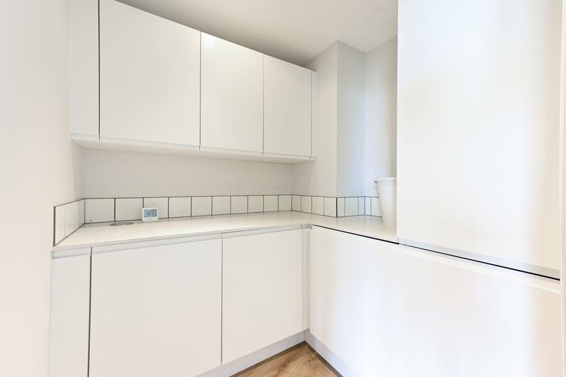 2 bedroom(s) apartment to sale in Queens Wharf, 2 Crisp Road, Hammersmith-image 6