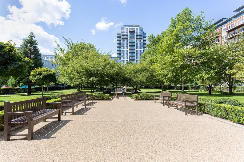 2 bedroom(s) apartment to sale in Heritage Avenue, London-image 18