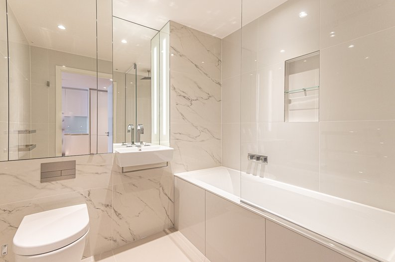 1 bedroom(s) to sale in Hampton Tower, South Quay Plaza, Marsh Wall, Canary Wharf-image 3