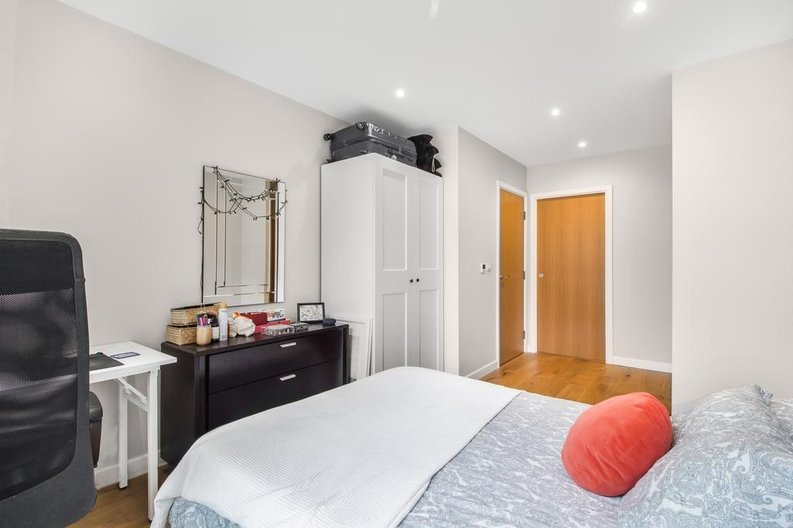 1 bedroom(s) apartment to sale in Waterfront Apartments, 82 Amberley Road, Maida Hill, London-image 4