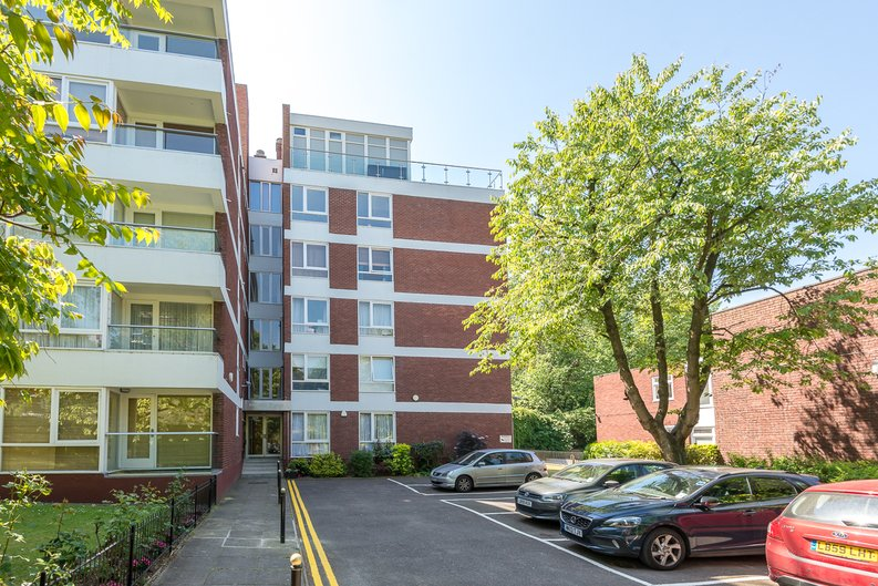1 bedroom(s) apartment to sale in Imperial Towers, Netherhall Gardens, London-image 1