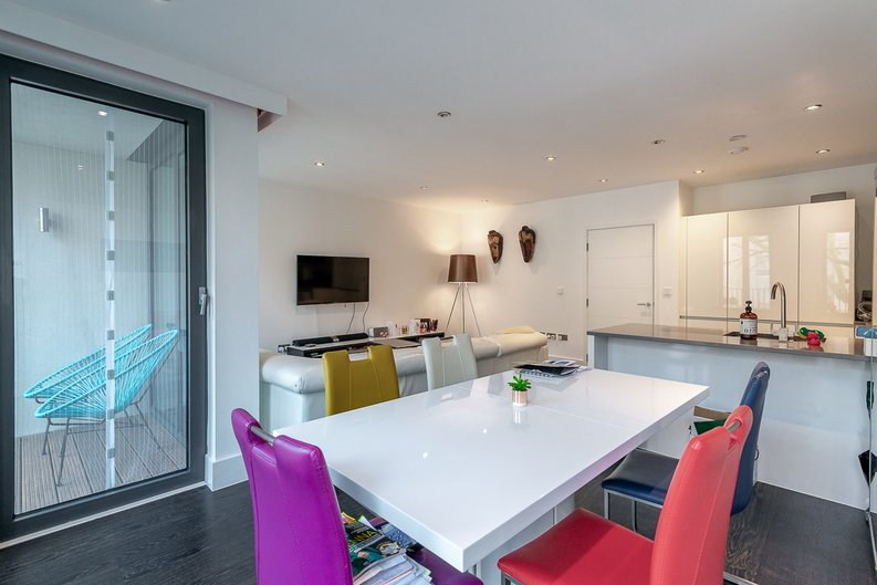 2 bedroom(s) apartment to sale in Bonchurch Road, Notting Hill , London-image 12