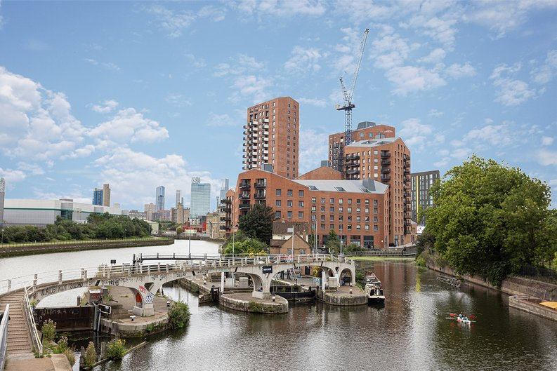 2 bedroom(s) apartment to sale in Gillender Street, Bow Creek-image 7