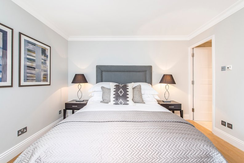 3 bedroom(s) apartment to sale in Drayton Gardens, Chelsea, London-image 21