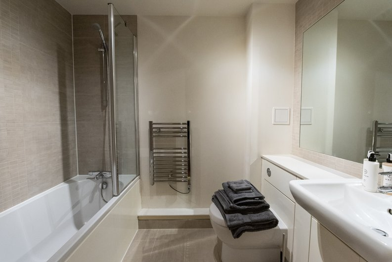 1 bedroom(s) apartment to sale in Heritage Avenue, Colindale, London-image 4