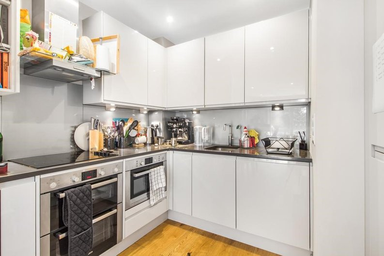 1 bedroom(s) apartment to sale in Waterfront Apartments, 82 Amberley Road, Maida Hill, London-image 3