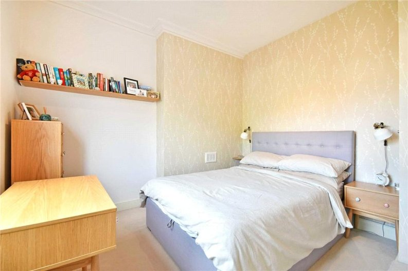 2 bedroom(s) apartment to sale in Claremont Road, Cricklewood, London-image 9