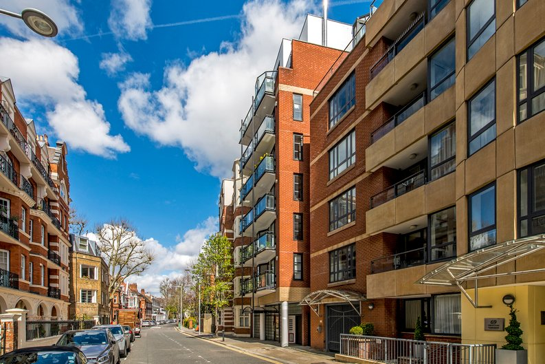 3 bedroom(s) apartment to sale in Drayton Gardens, Chelsea, London-image 25