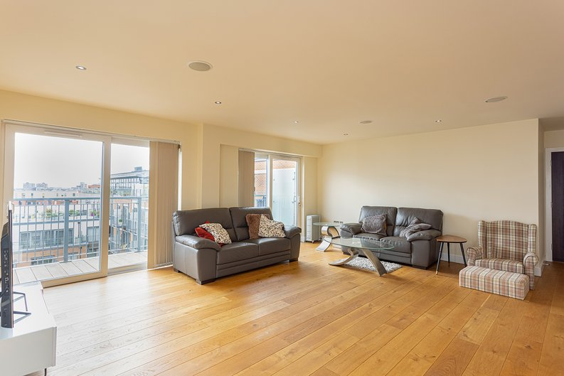 3 bedroom(s) apartment to sale in Boulevard Drive, Colindale, London-image 7