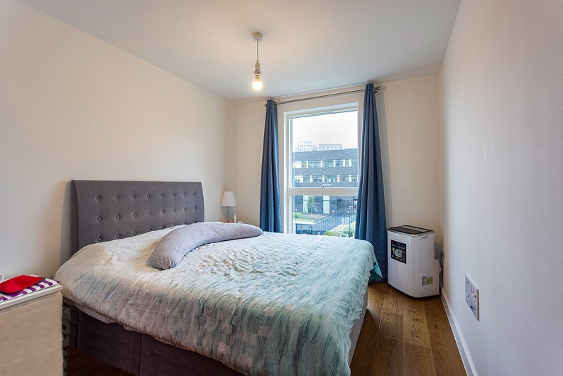 2 bedroom(s) apartment to sale in Lismore Boulevard, Colindale, Colindale Gardens, London-image 3