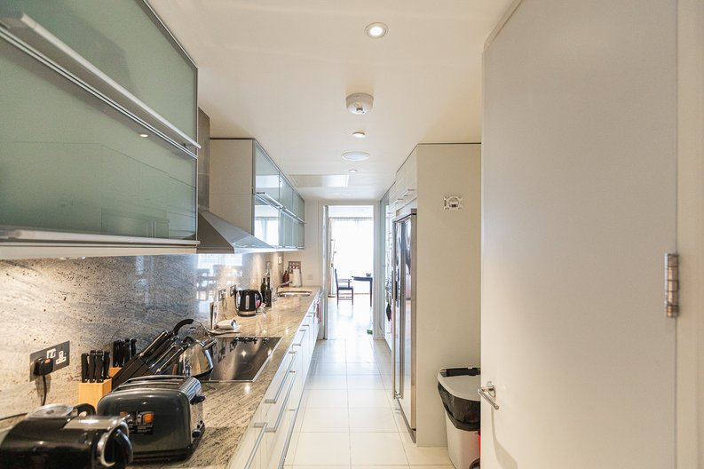 3 bedroom(s) apartment to sale in Cromwell Road, South Kensington, London-image 8