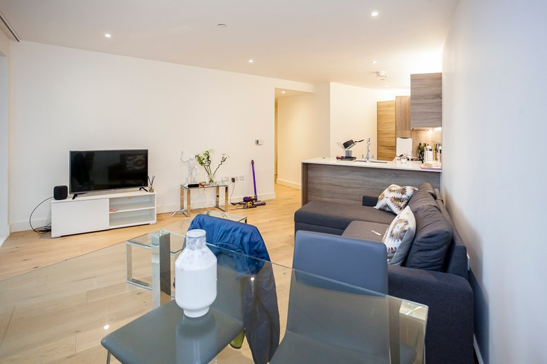 2 bedroom(s) apartment to sale in Duke of Wellington Avenue, Royal Arsenal Riverside, Woolwich, London-image 9