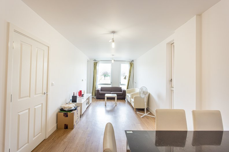 3 bedroom(s) apartment to sale in Sunflower Court, Seven Sisters Road, Finsbury Park, London-image 5