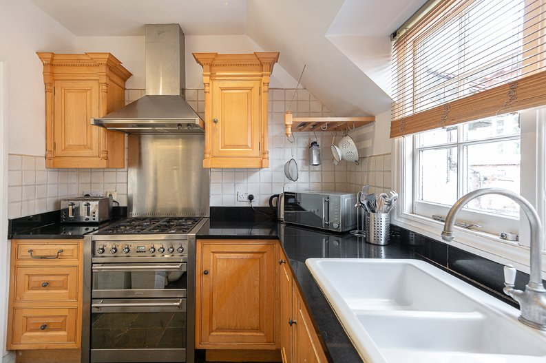 2 bedroom(s) apartment to sale in Hollycroft Avenue, Hampstead, London-image 16