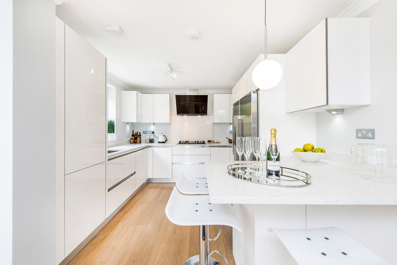 3 bedroom(s) apartment to sale in Drayton Gardens, Chelsea, London-image 12