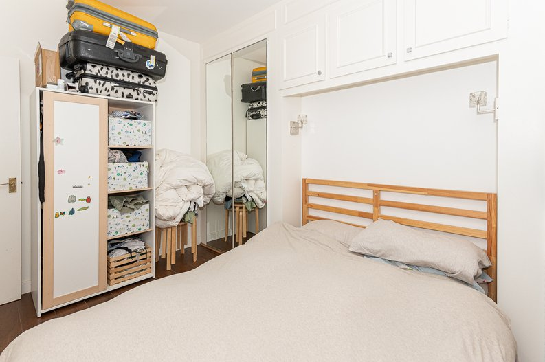 2 bedroom(s) apartment to sale in Thurlow Road, Hampstead, London-image 7