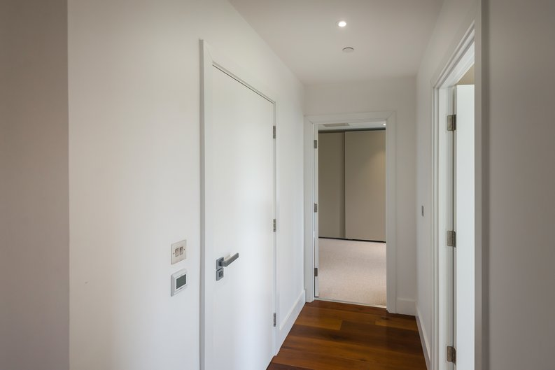 2 bedroom(s) apartment to sale in Westbourne Apartments , Central Avenue, Fulham Riverside, London-image 12