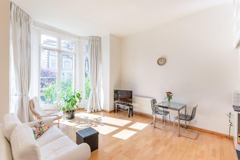 1 bedroom(s) apartment to sale in Upper Park Road, Belsize Park, London-image 2