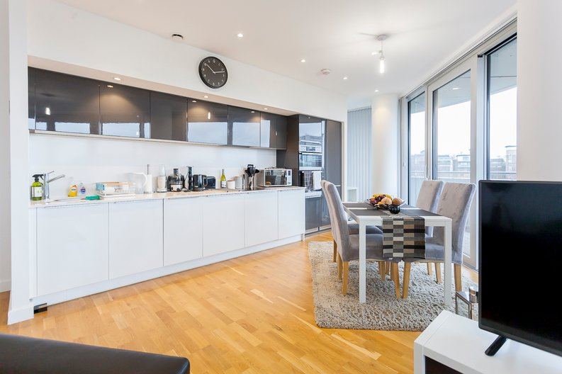 2 bedroom(s) apartment to sale in Edmunds House, Colonial Drive, London-image 9