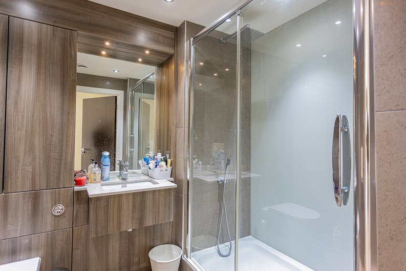 3 bedroom(s) apartment to sale in Boulevard Drive, Colindale, London-image 17