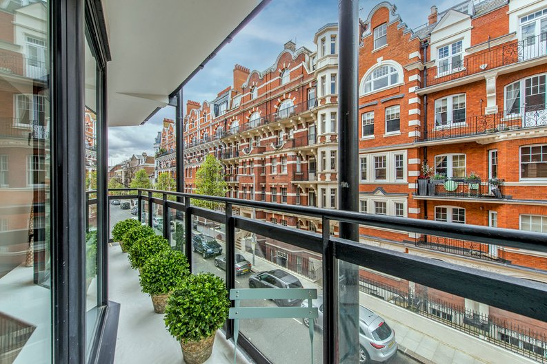 3 bedroom(s) apartment to sale in Drayton Gardens, Chelsea, London-image 10