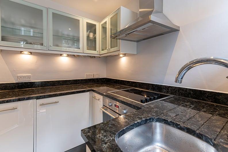 3 bedroom(s) apartment to sale in Walton Street, Kensington/Chelsea, London-image 7
