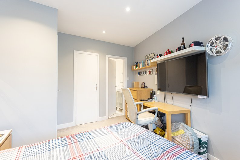 4 bedroom(s) house to sale in Hale Lane, Mill Hill, London-image 39
