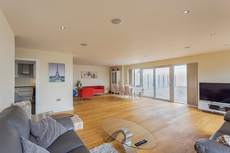 3 bedroom(s) apartment to sale in Boulevard Drive, Colindale, London-image 2