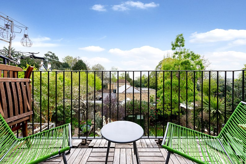 3 bedroom(s) apartment to sale in Hampstead Lane, Highgate-image 1