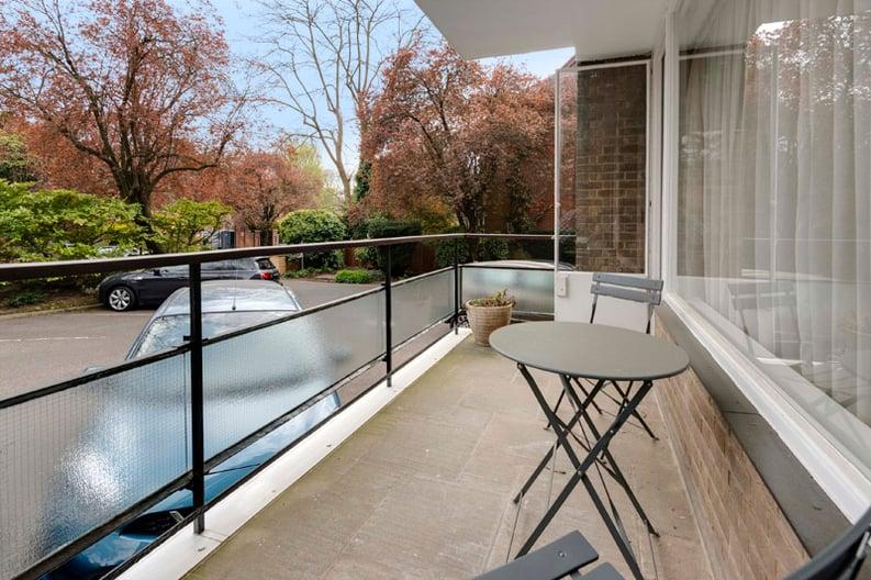 2 bedroom(s) apartment to sale in Broadlands Lodge, Broadlands Road, Highgate, London-image 8