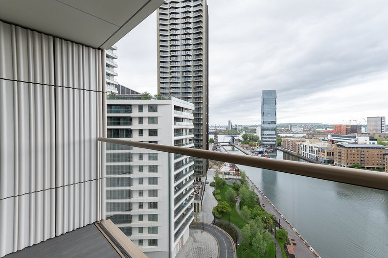 Studio apartment to sale in One Park Drive, Canary Wharf, London-image 6