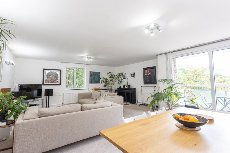 2 bedroom(s) apartment to sale in Imperial Court, Shepherds Hill, Highgate, London-image 1