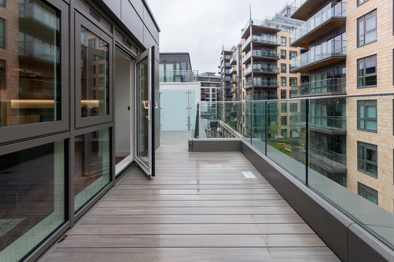 2 bedroom(s) apartment to sale in Quartz House, Dickens Yard, Ealing-image 8