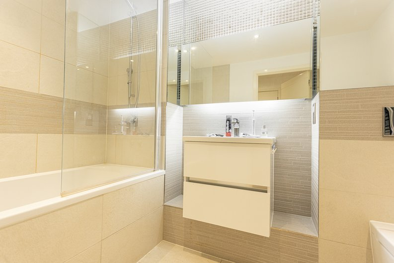 1 bedroom(s) apartment to sale in Ashton Reach, Surrey Quays, London-image 7