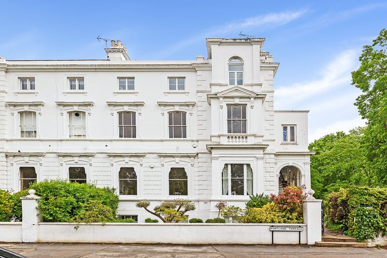 3 bedroom(s) apartment to sale in The Green, Surrey, Richmond-image 12