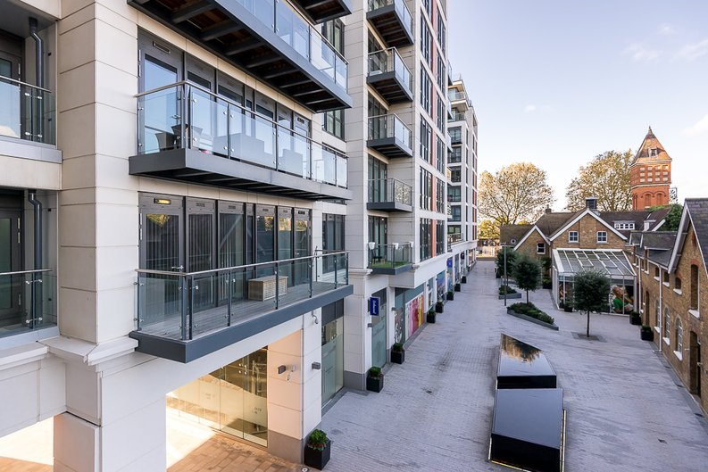 2 bedroom(s) apartment to sale in Belgravia House, Dickens Yard, Ealing-image 12