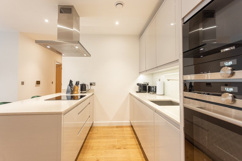 2 bedroom(s) apartment to sale in Colindale Gardens, London-image 4