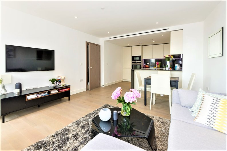 2 bedroom(s) apartment to sale in Admiralty House, Vaughan Way, London-image 2