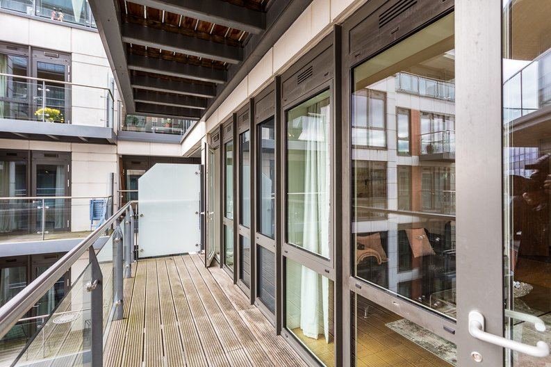 2 bedroom(s) apartment to sale in Belgravia House, Dickens Yard, Ealing-image 11