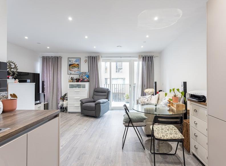 1 bedroom(s) apartment to sale in Moorhen Drive, London-image 10