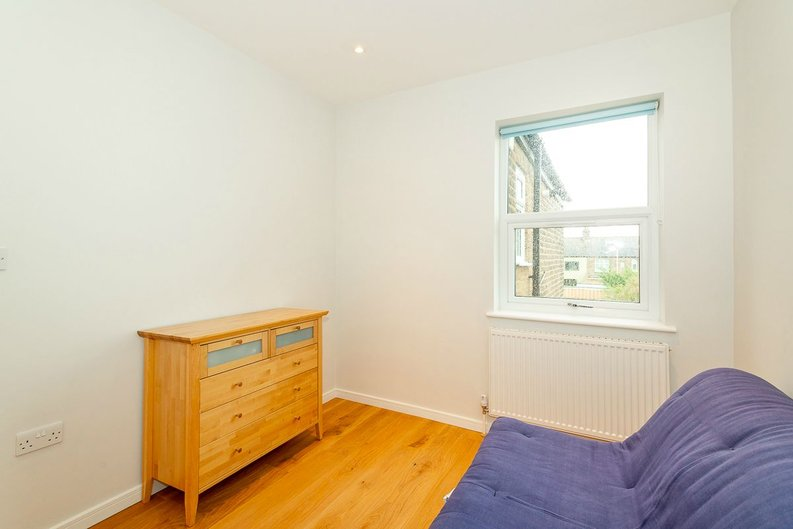 2 bedroom(s) apartment to sale in Third Avenue, Manor Park-image 7